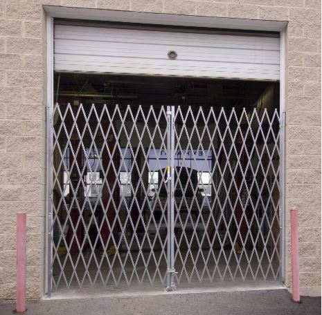 GALVANIZED HEAVY DUTY DOUBLE FOLDING GATE AT CAR SHOP