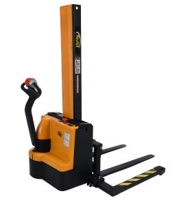 narrow mast stacker 4