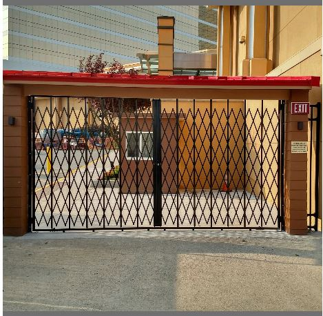 extra heavy duty gate with top and bottom tracks